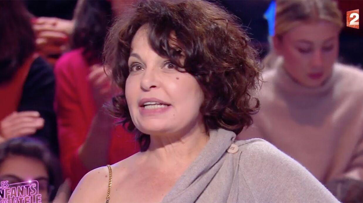 VIDEO Isabelle Mergault se bat seins nus dans des spaghettis (et ce n'est pas une blague)