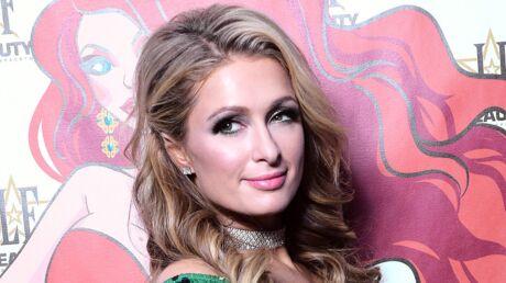 PHOTOS Paris Hilton fiancée: elle prend la pose avec sa grosse bague