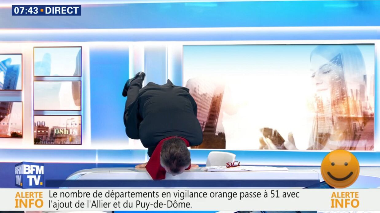 VIDEO Christophe Barbier: le journaliste tente un poirier en plein direct sur BFMTV