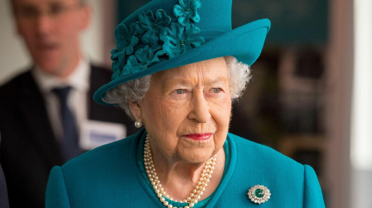 La reine Elizabeth II renvoie la créatrice de ses soutiens-gorge à cause d'un détail coquin