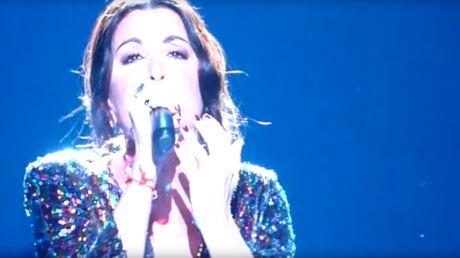 Découvrez un extrait de Jenifer très émue chantant Je te promets de Johnny Hallyday aux Enfoirés
