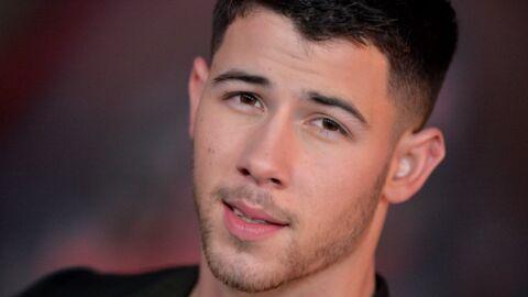 PHOTO Nick Jonas, torse nu, exhibe ses abdos sur Instagram
