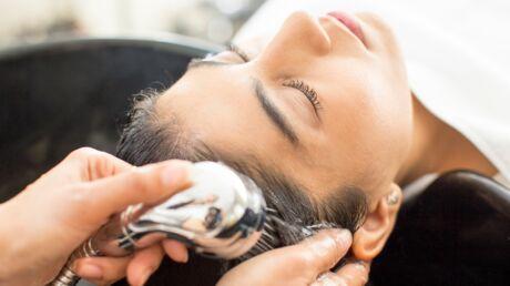 Cheveux gras: 5 conseils pour espacer ses shampoings