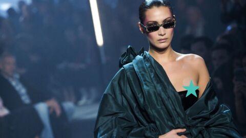 Bella Hadid dévoile accidentellement son téton gauche lors du défilé Alexandre Vauthier