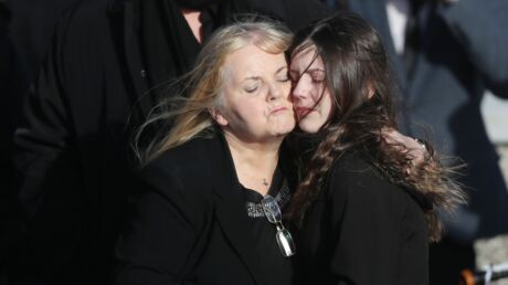Obsèques de Dolores O'Riordan: son compagnon, sa fille et sa mère en larmes pendant la cérémonie