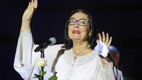 Nana Mouskouri: voilà pourquoi elle a toujours refusé d'enlever ses lunettes!