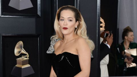 PHOTOS Grammy Awards 2018 : Rita Ora en robe ultra fendue, c'est l'accident de culotte