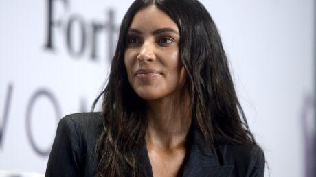 PHOTO Kim Kardashian sexy en peignoir, elle ose le décolleté extrêmement plongeant