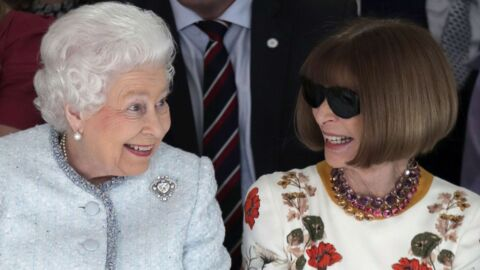 PHOTOS Elizabeth II surprise en flagrant délit de fou rire à la Fashion Week avec… Anna Wintour!