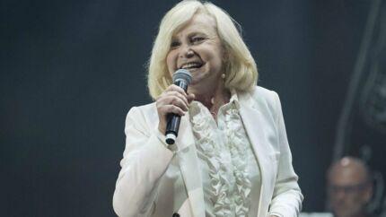 Michèle Torr hospitalisée pour un début d'AVC?  La chanteuse fait le point sur ses problèmes de santé