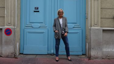 How to be a perfect Parisian Girl