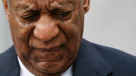 PHOTOS  Bill Cosby bousculé à la sortie de son procès pour plusieurs agressions sexuelles, sa réaction odieuse