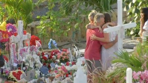 Johnny Hallyday: deux fans racontent leur rencontre avec Laeticia sur la tombe du rocker