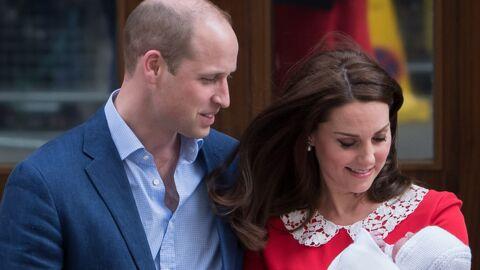 PHOTOS Kate Middleton: le prince Louis pose dans les bras de sa sœur Charlotte et c'est trop mignon