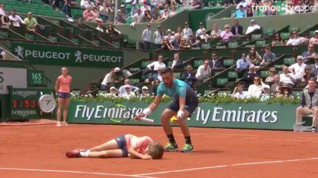 Roland-Garros 2018: collision entre un joueur de tennis et un jeune ramasseur de balles