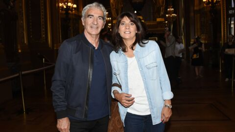 PHOTO Raymond Domenech en compagnie d'une belle blonde à Roland-Garros, Estelle Denis réplique avec humour