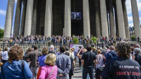 Hommage à Johnny Hallyday: les fans entre recueillement et colère