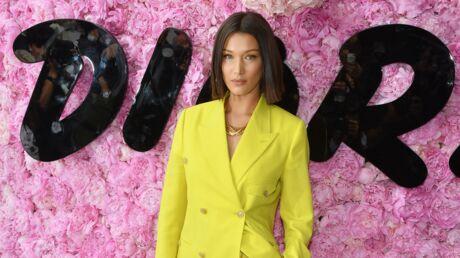 On veut le total look jaune acidulé de Bella Hadid au défilé Dior Homme