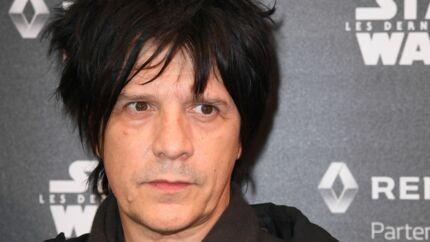 Nicola Sirkis: le chanteur d'Indochine fortement moqué pour son nouveau look dans 20h30 le dimanche