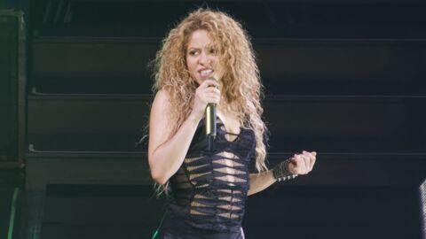 Shakira: un collier vendu sur sa tournée reprenait un symbole nazi