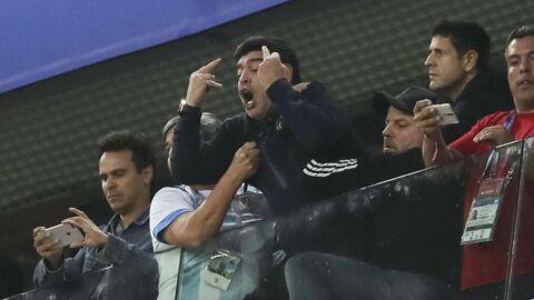 PHOTOS Mondial 2018 – Insultes et doigts d'honneur: Maradona craque complètement en tribunes