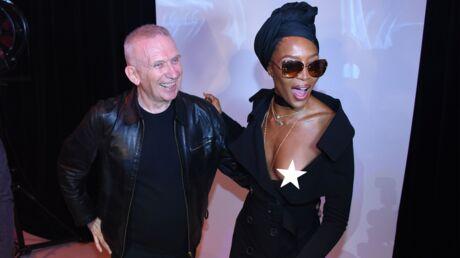 PHOTOS Naomi Campbell en montre trop au défilé Jean Paul Gaultier