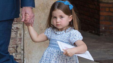 Baptême du prince Louis: la princesse Charlotte mène les photographes à la baguette, la preuve!