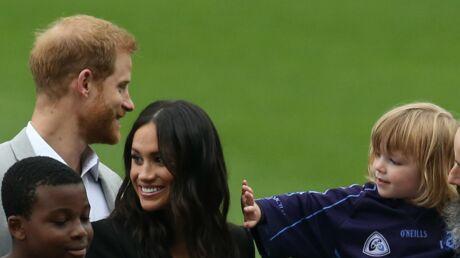 PHOTOS Meghan Markle: un adorable enfant lui caresse les cheveux, le prince Harry le réprimande