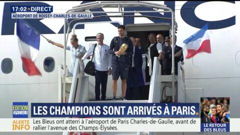 VIDEO Les Bleus arrivés à Paris: la retenue était (étonnamment) de mise