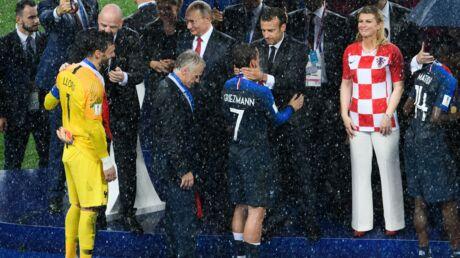 Mondial 2018: le touchant mot d'Emmanuel Macron à Antoine Griezmann avant de lui remettre la Coupe du monde