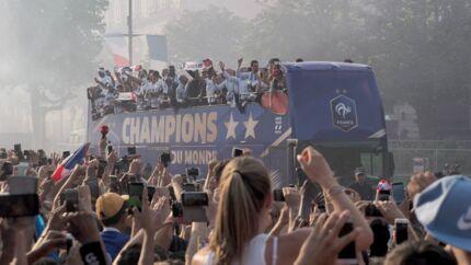 Victoire des Bleus: on sait pourquoi le bus n'a pas ralenti pendant la parade des joueurs