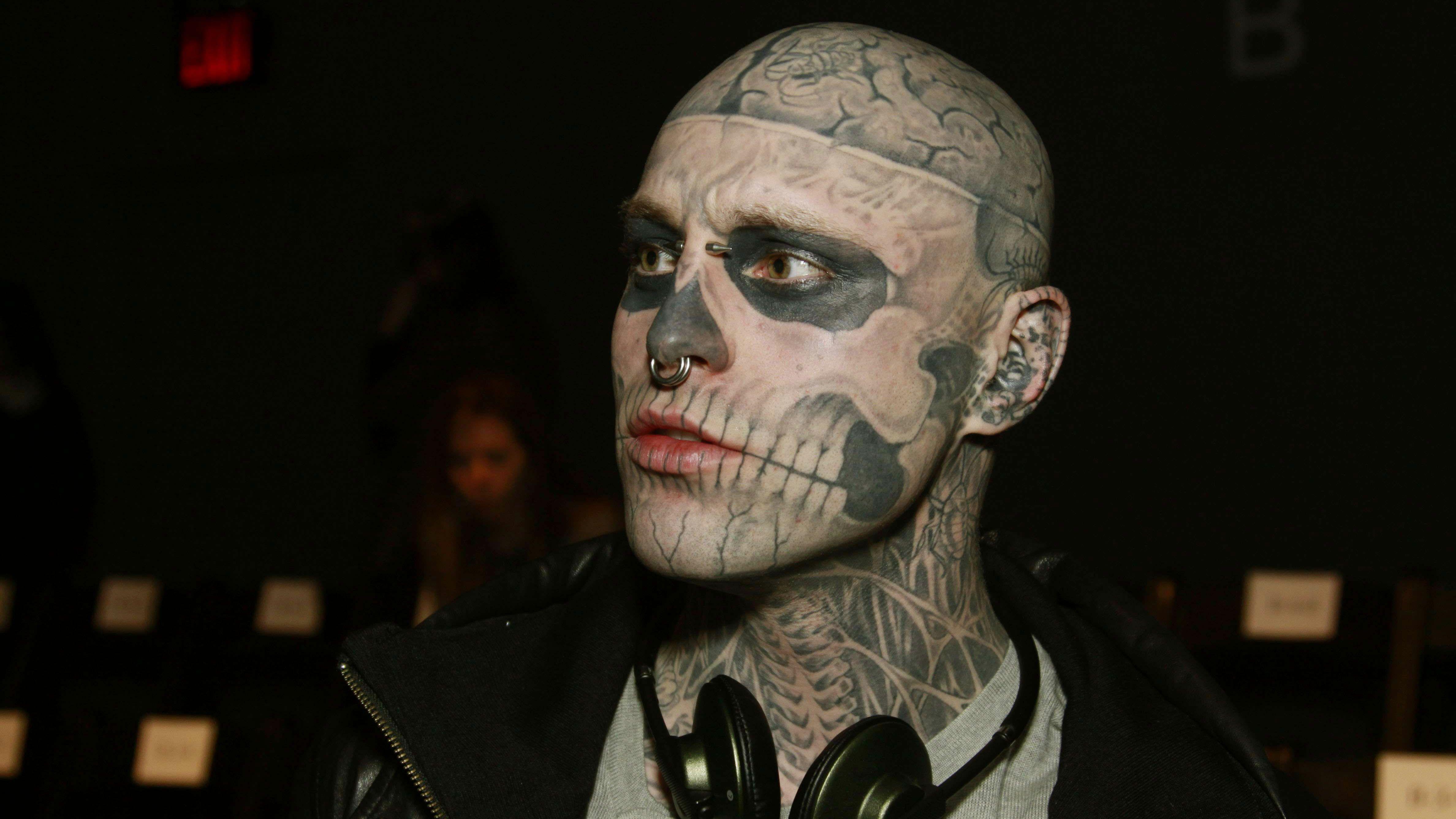 Mort de Zombie Boy à 32 ans  voilà à quoi il ressemblait sans ses tatouages  , Voici