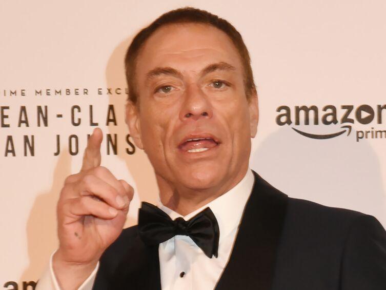 Jean Claude Van Damme Avec Son Chihuahua: Jean-Claude Van Damme : Son Fils Accusé D'avoir Agressé