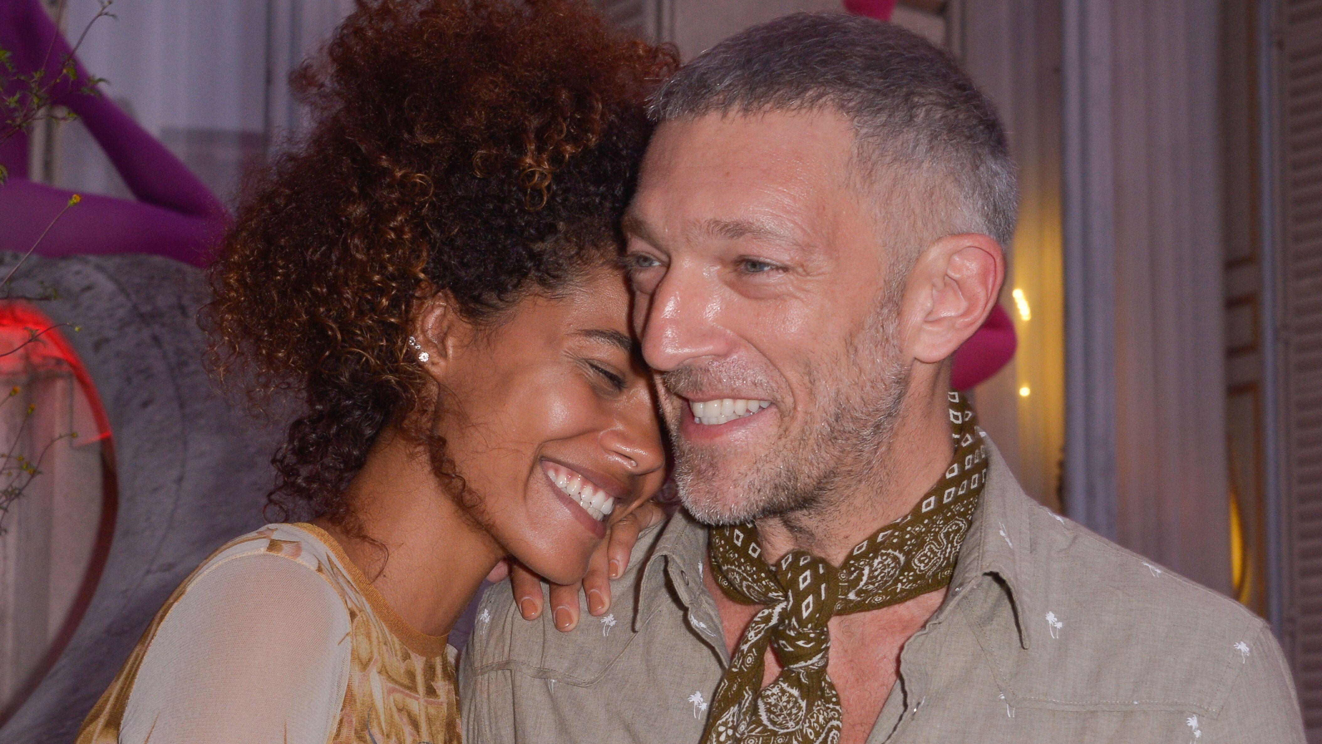 Tina Kunakey  son étonnante réaction à la demande en mariage de Vincent  Cassel , Voici