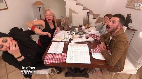 VIDEO Un dîner presque parfait: une candidate frappe une rivale devant les autres convives