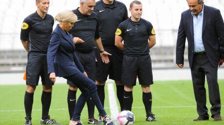 PHOTOS Brigitte Macron au Stade de France: la première dame donne le coup d'envoi d'un match caritatif