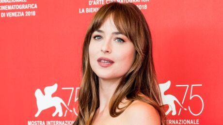 Dakota Johnson: ce qui la fait terriblement craquer chez Chris Hemsworth