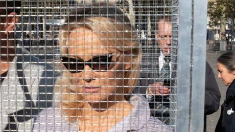 PHOTOS Pamela Anderson enfermée dans une cage en plein Paris: découvrez pourquoi