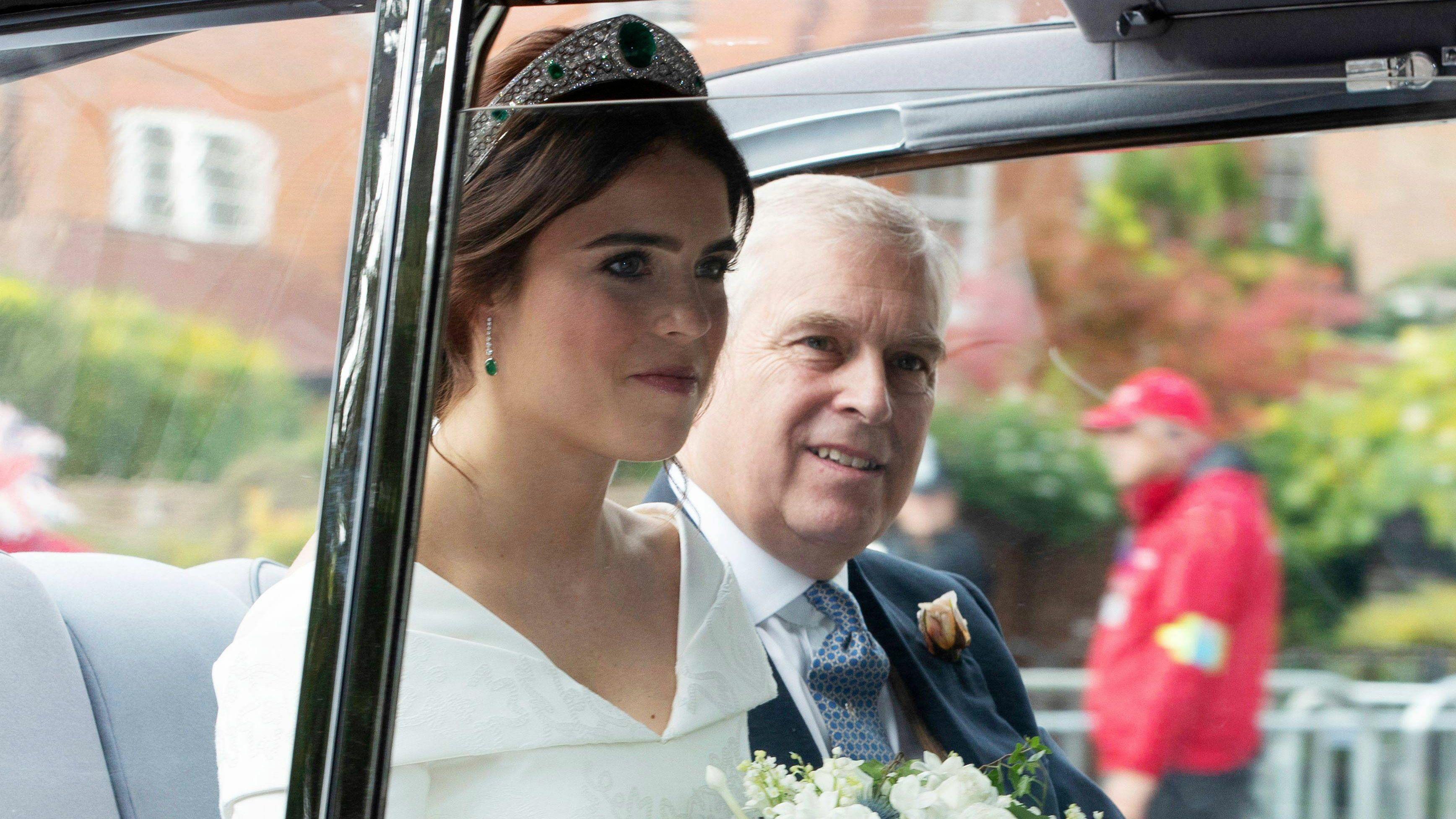PHOTOS Mariage d\u0027Eugenie d\u0027York  découvrez le clin d\u0027œil familial et la  robe de la mariée ! , Voici