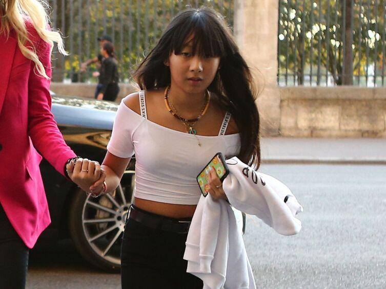 Jade Hallyday partage un moment intime avec ses fans et répond à leurs questions en direct