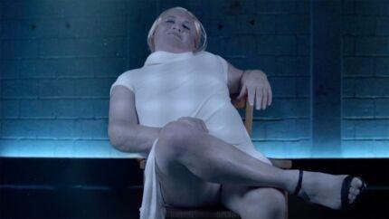 Thierry Olive (L'amour est dans le pré) se déguise en Sharon Stone dans Basic Instinct pour la bonne cause