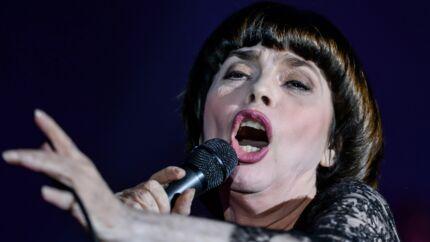 Mireille Mathieu fracasse la jeune génération de chanteurs français