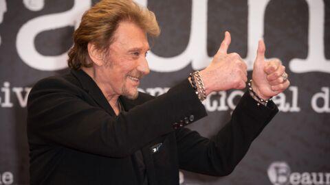 PHOTOS Hommage à Johnny Hallyday: les gestes des fans durant la messe à la Madeleine