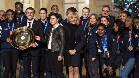 Brigitte Macron très élégante pour recevoir les joueuses de l'équipe de France de handball
