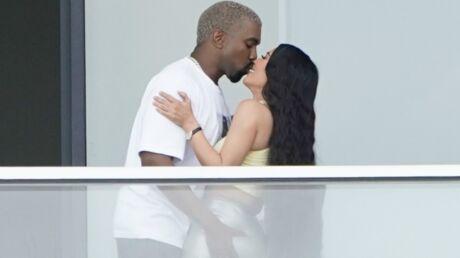 PHOTOS Kim Kardashian et Kanye West: mains aux fesses et baisers langoureux à Miami