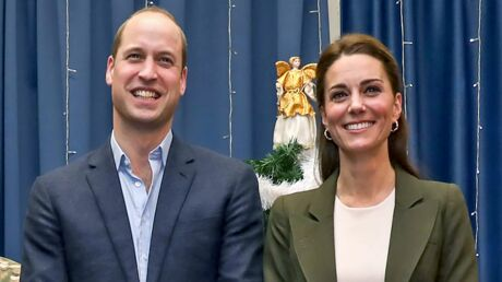 PHOTOS Le prince William: des enfants lui offrent des cadeaux pour l'anniversaire de Kate Middleton