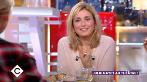 VIDEO Julie Gayet : la comédienne tacle Anne-Elisabeth Lemoine après une question sur François Hollande