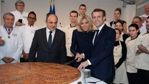 PHOTOS Brigitte et Emmanuel Macron: leur galette des rois géante n'a pas de fève, découvrez pourquoi