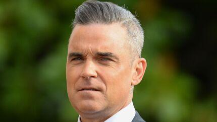 Robbie Williams multiplie les provocations contre son voisin Jimmy Page et récolte une plainte