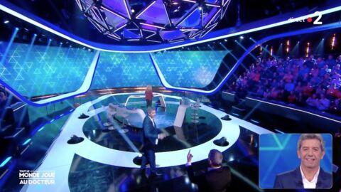 VIDEO Michel Cymes chute sur le plateau de Tout le monde joue, Nagui se moque de lui